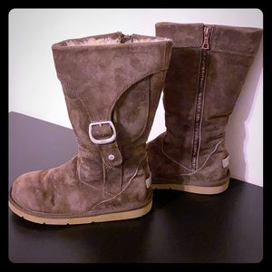 UGGS boots. Inside zipper, brown with side pockets